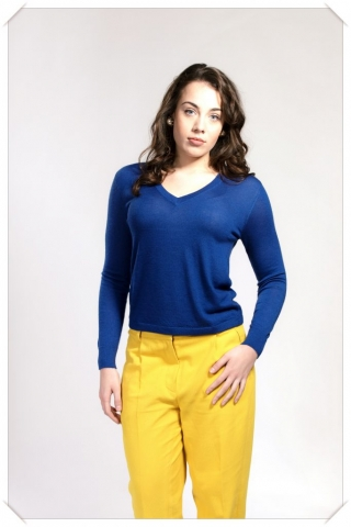 blue v-neck cashmere fine knit