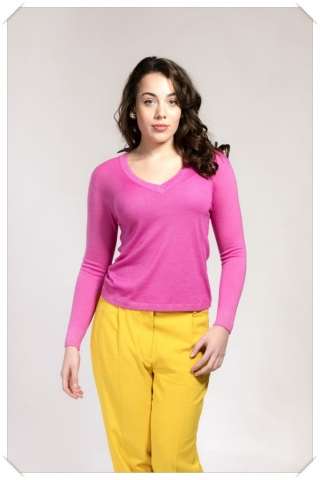 pink v-neck cashmere sweater in fine knit