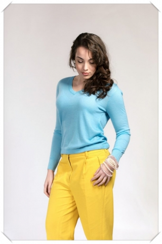 light blue v-neck cashmere fine knit