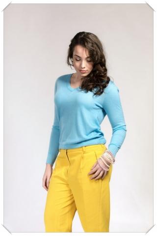 light blue v-neck cashmere fine knit