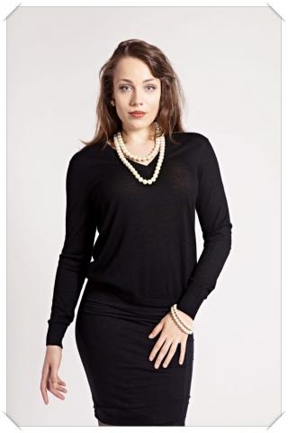 Black Cashmere v-neck by Asneh