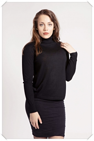 Black cashmere roll-neck by Asneh