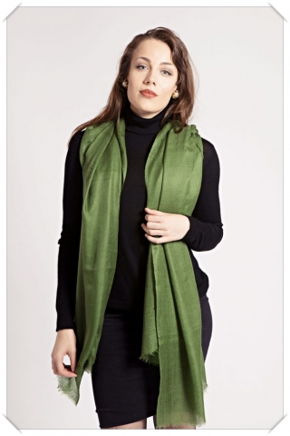 Green cashmere scarf by Asneh