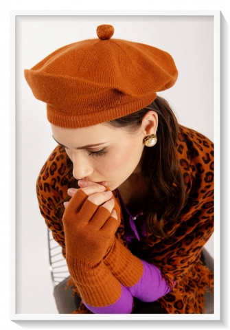 Cashmere leopard scarf and brown beret