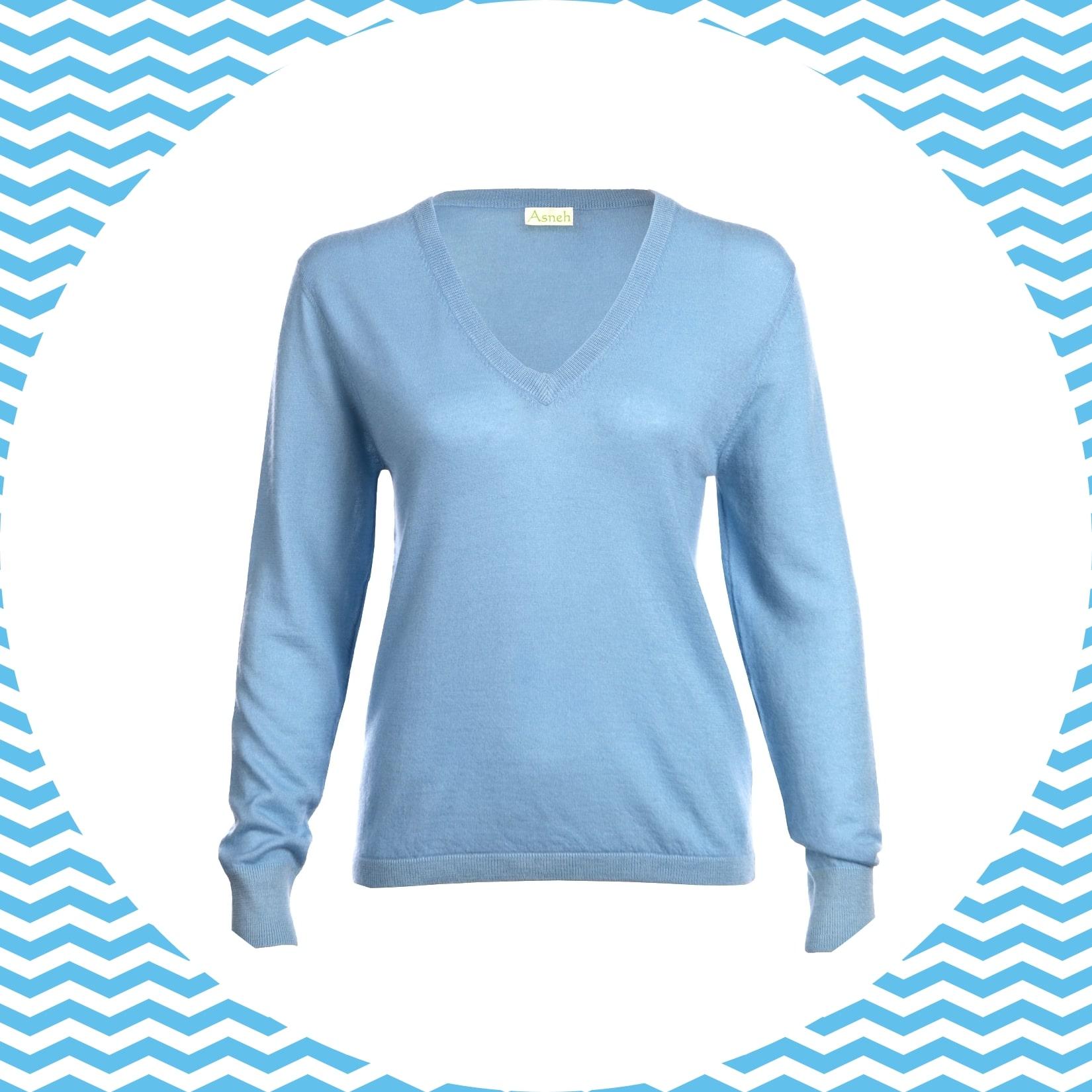 Light blue cashmere v-neck jumper